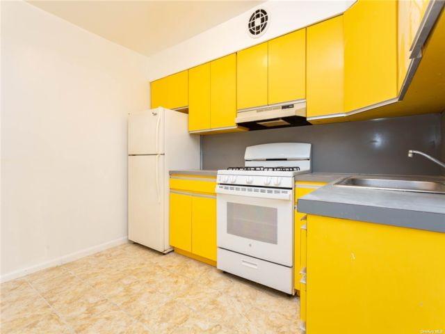 [Jackson Heights Real Estate, listing number 3197089]