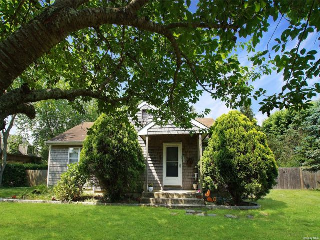 3 BR,  1.00 BTH Ranch style home in Water Mill