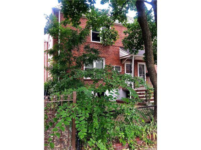 4 BR,  2.00 BTH Duplex style home in Astoria
