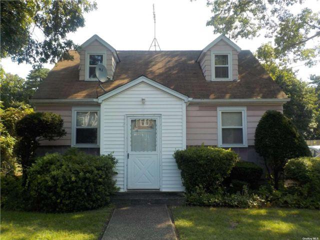 4 BR,  2.00 BTH Cape style home in Bay Shore