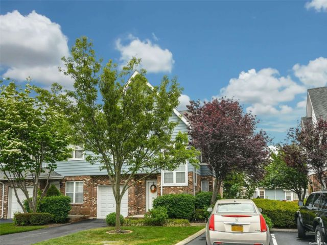 1 BR,  1.00 BTH Townhouse style home in Central Islip