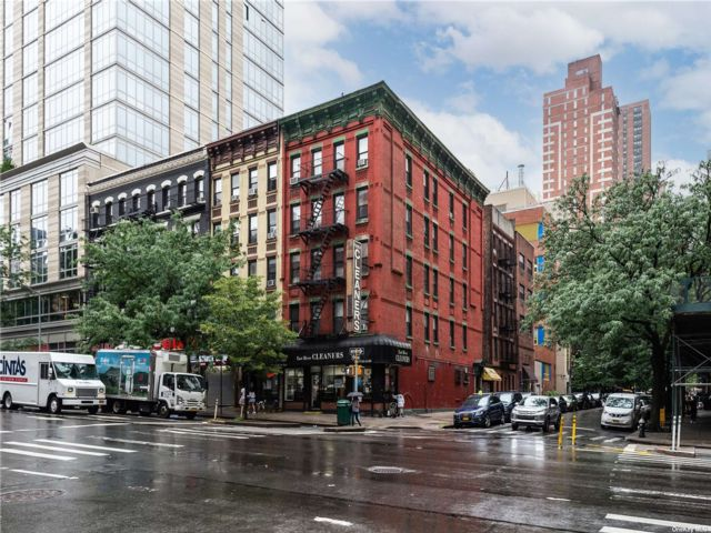 Studio,  0.00 BTH Commercial style home in New York