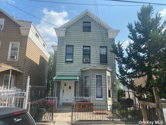 3 BR,  2.00 BTH 2 story style home in East New York
