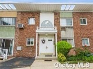 1 BR,  1.00 BTH Townhouse style home in Levittown