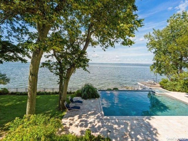 5 BR,  5.00 BTH Modern style home in Glen Cove