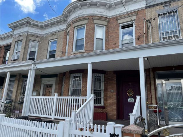 4 BR,  2.00 BTH Other style home in Woodhaven