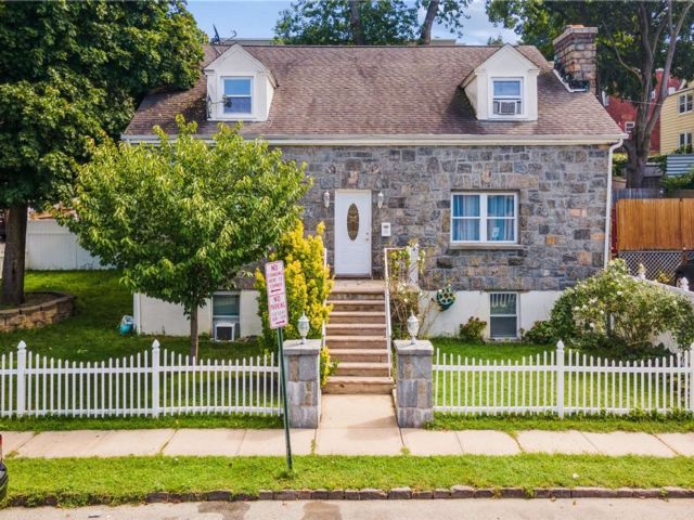 7 BR,  3.00 BTH Cape style home in Yonkers