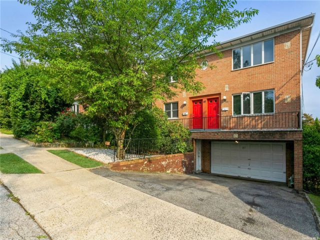8 BR,  5.00 BTH Colonial style home in Yonkers