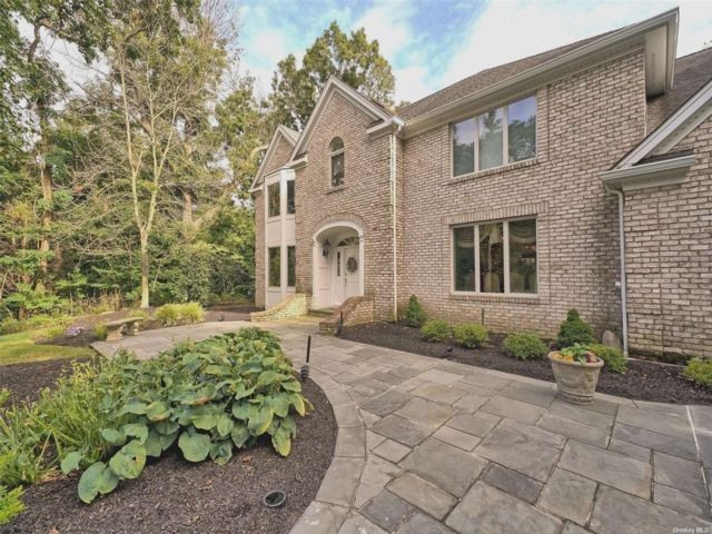 5 BR,  6.00 BTH Colonial style home in Setauket