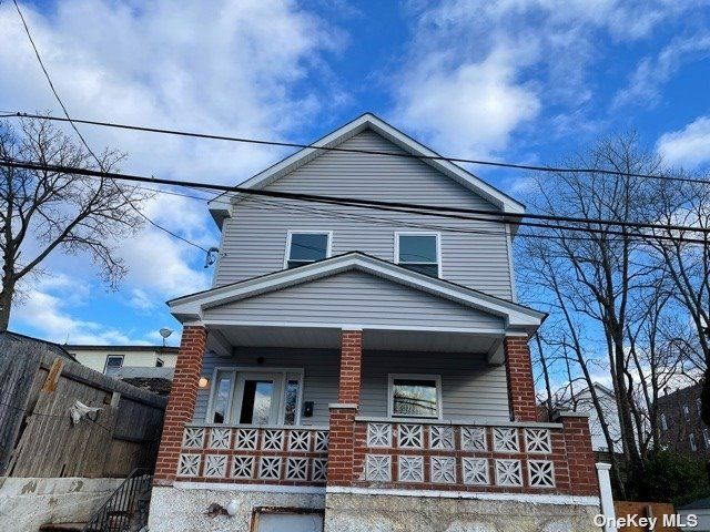 2 BR,  1.00 BTH Multi family style home in Glen Cove