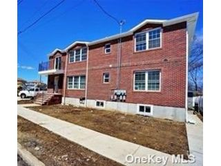 3 BR,  2.00 BTH Duplex style home in Queens Village