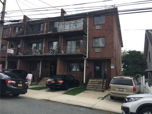 5 BR,  6.00 BTH Contemporary style home in Flushing