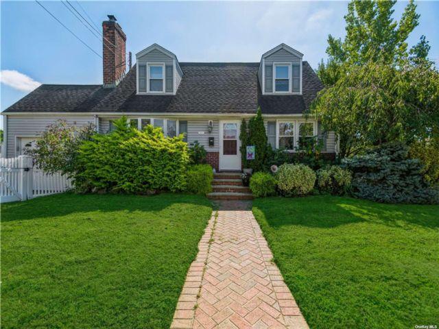 [Merrick Real Estate, listing number 3197486]