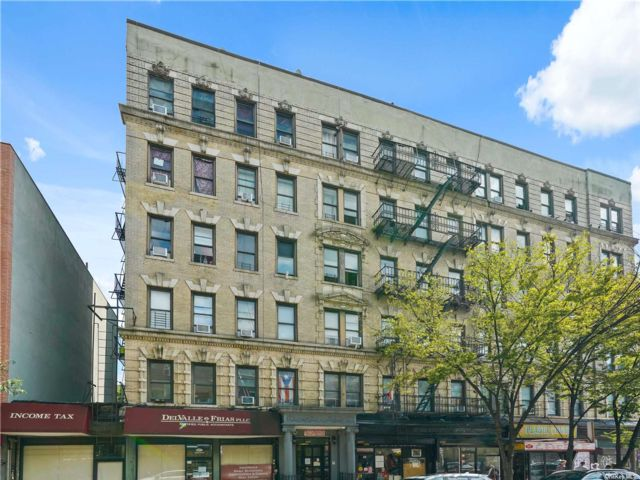 2 BR,  1.00 BTH Mid rise style home in Williamsburg