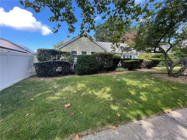 [East Meadow Real Estate, listing number 3197516]