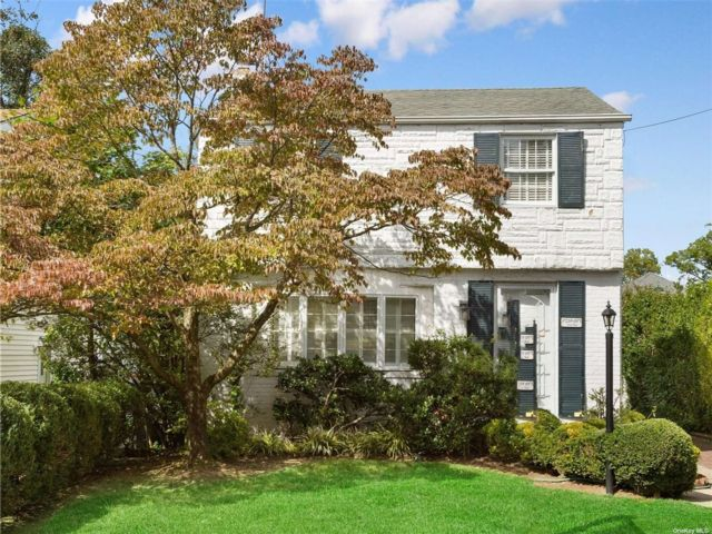 3 BR,  2.00 BTH Colonial style home in Little Neck