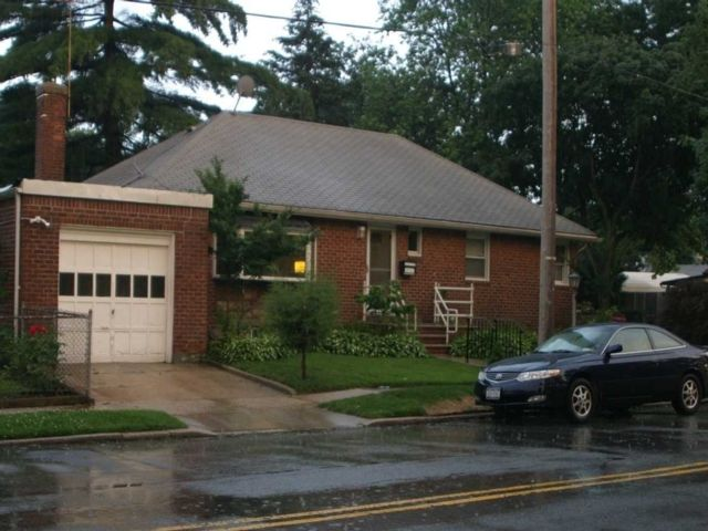 3 BR,  2.00 BTH Ranch style home in Bellerose