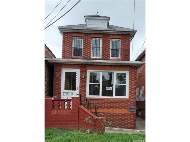 3 BR,  2.00 BTH Colonial style home in Bellerose