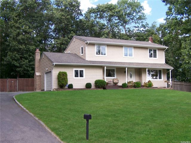4 BR,  3.00 BTH Colonial style home in East Northport
