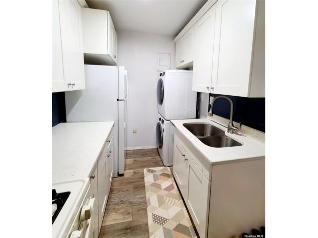 1 BR,  1.00 BTH Co-op style home in Little Neck