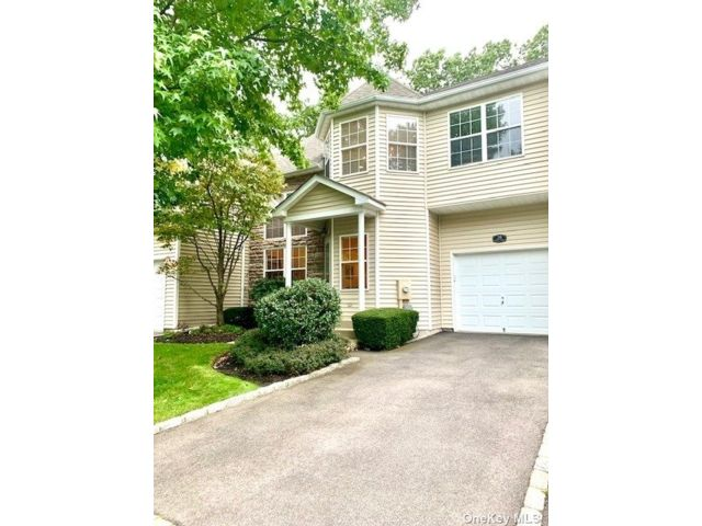 3 BR,  3.00 BTH Townhouse style home in Nesconset