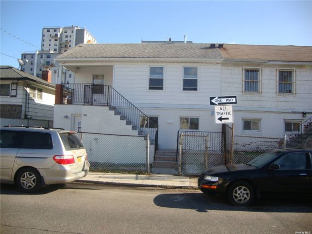 6 BR,  4.00 BTH 2 story style home in Arverne