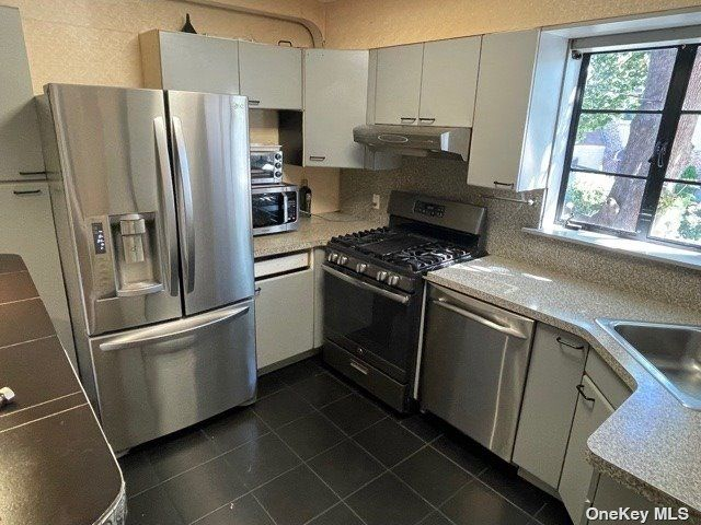 1 BR,  1.00 BTH Apt in house style home in East Elmhurst