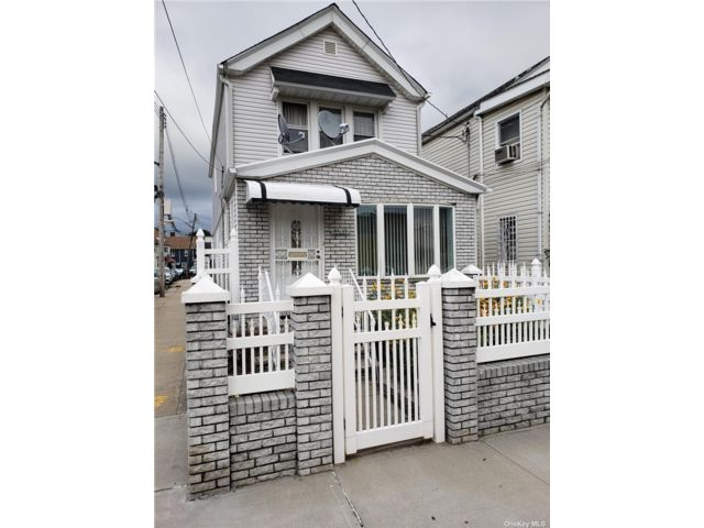 3 BR,  3.00 BTH 2 story style home in Briarwood