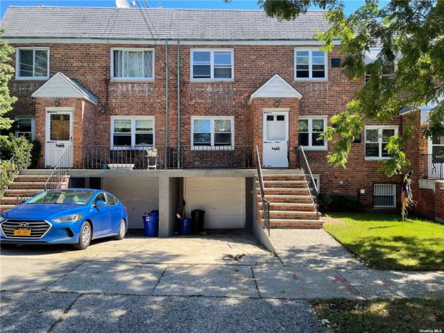 4 BR,  2.00 BTH Duplex style home in Flushing