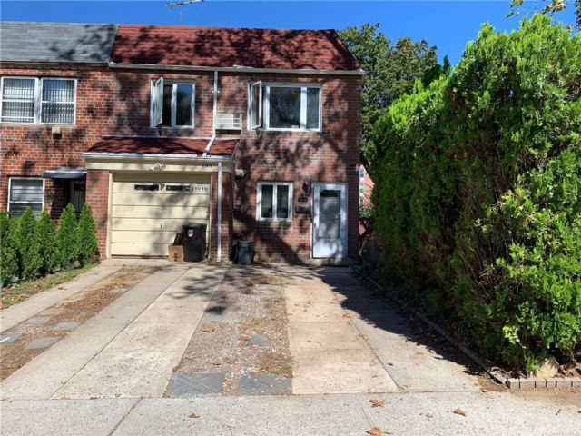 4 BR,  2.00 BTH 2 story style home in Bayside