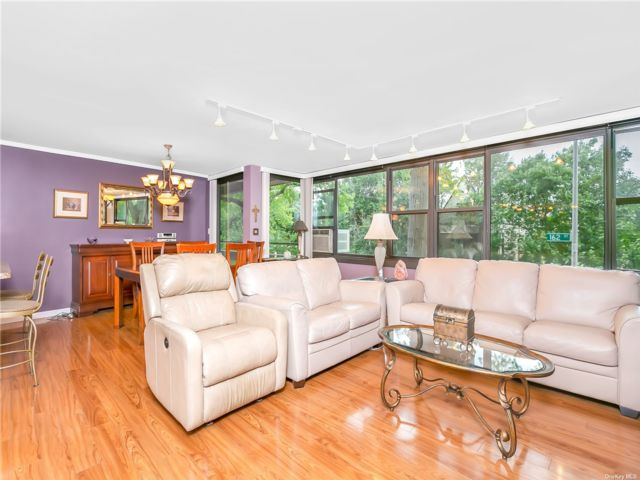 2 BR,  1.00 BTH Mid rise style home in Beechhurst