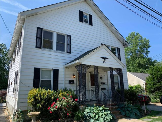 1 BR,  1.00 BTH Multi family style home in Syosset