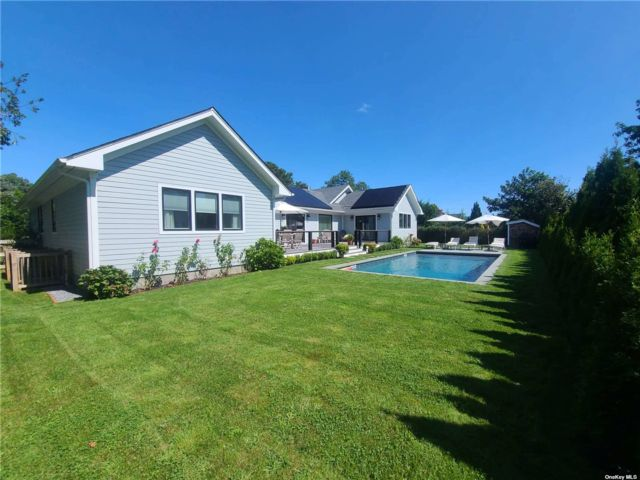 5 BR,  5.00 BTH Post modern style home in Southampton