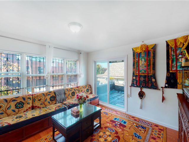 5 BR,  2.00 BTH 2 story style home in Elmhurst