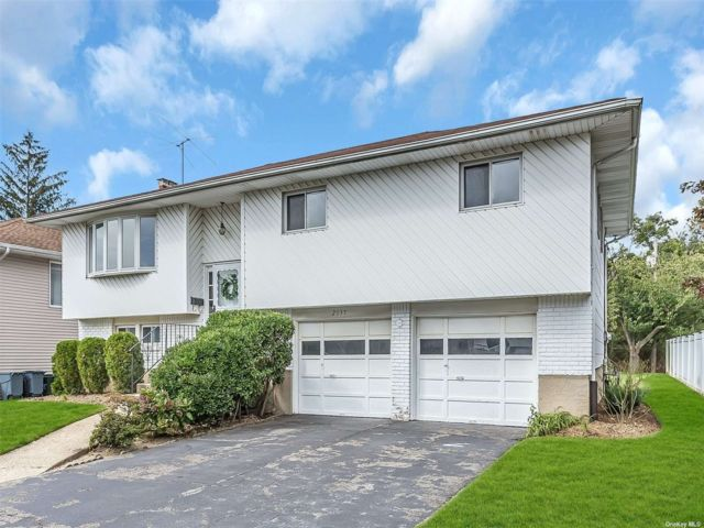 [Merrick Real Estate, listing number 3197980]