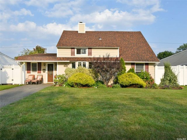 [Wantagh Real Estate, listing number 3198061]