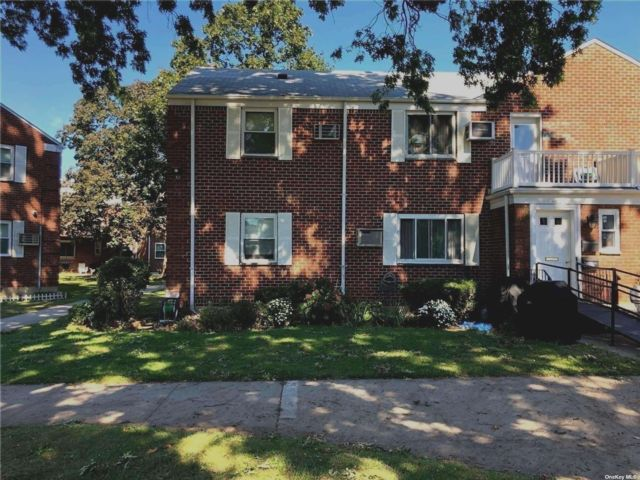 2 BR,  1.00 BTH Garden apartmen style home in Glen Oaks