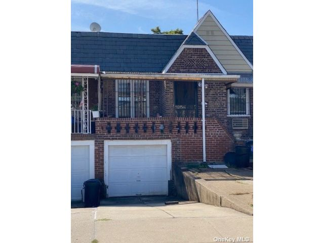 2 BR,  3.00 BTH Bungalow style home in Woodside