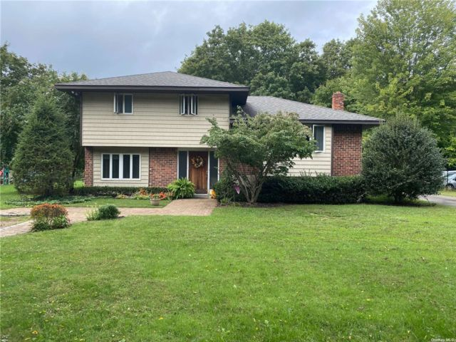 4 BR,  2.00 BTH Split level style home in Smithtown