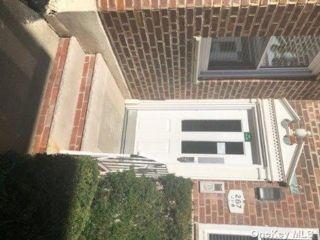 2 BR,  2.00 BTH Co-op style home in Cedarhurst