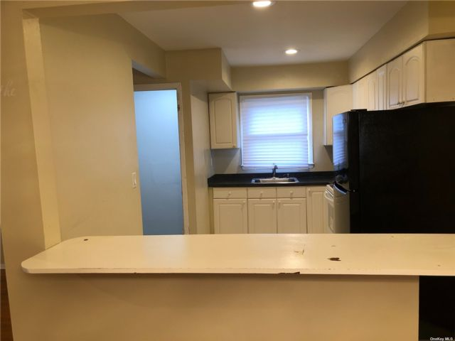 2 BR,  1.00 BTH Hi ranch style home in Valley Stream