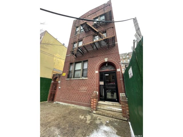 11 BR,  7.00 BTH Other style home in Jerome Avenue