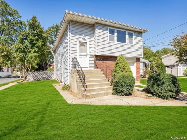 [Merrick Real Estate, listing number 3198136]