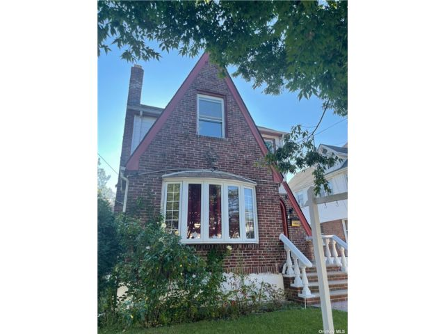 4 BR,  4.00 BTH 2 story style home in Queens Village