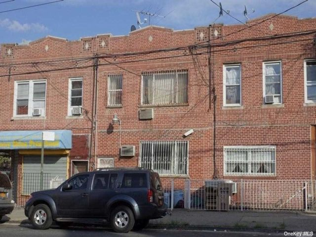 4 BR,  2.00 BTH Apt in house style home in Borough Park