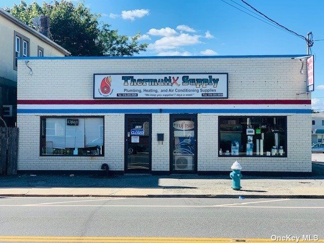 Studio,  0.00 BTH Commercial style home in Elmont