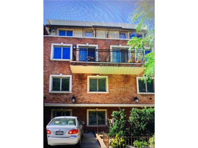 1 BR,  2.00 BTH Mid rise style home in Astoria