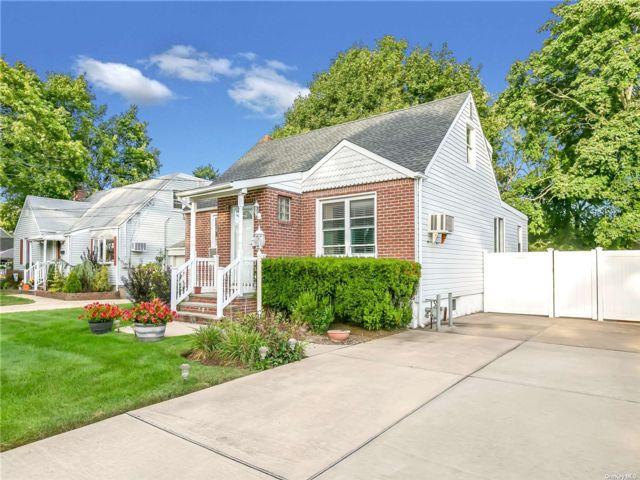 [Farmingdale Real Estate, listing number 3198384]