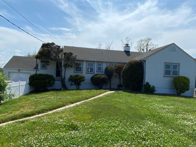 3 BR,  4.00 BTH Ranch style home in Northport