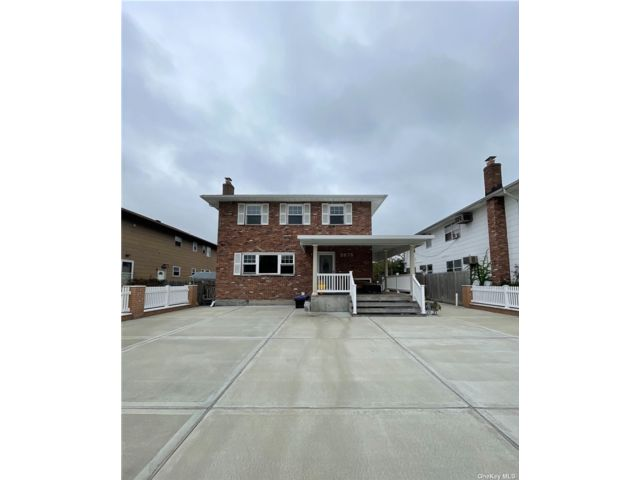3 BR,  2.00 BTH 2 story style home in Oceanside